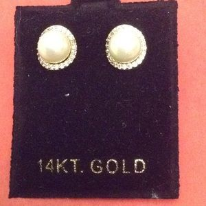 Gold pearl earrings LIKE NEW